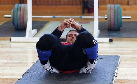 Dmitry-Klokov-Ankle-Stretch-Tibialis-Anterior